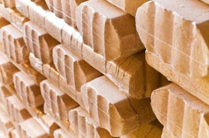 Holzbriketts: Herstellung, Heizwert, Preise